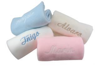 Mana suave disponible en varios colores con bordado personalizado